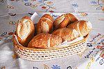 Cesta com pães.