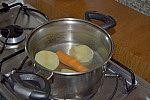 Cozinhando alimentos.
