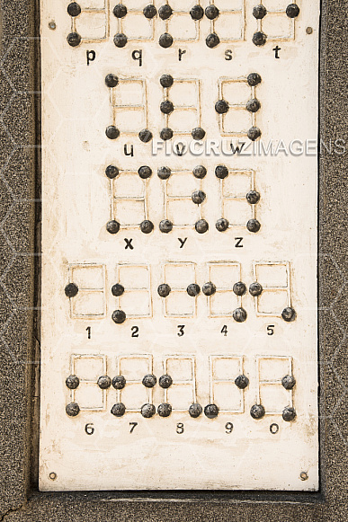 Jardim dos Códigos: escrita em código Braille.