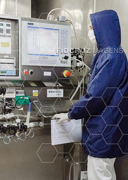 Processo de purificação cromatográfica de biomoléculas