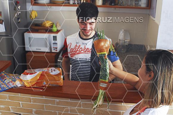 Amigos na cozinha.