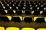 Cadeiras enfileiradas